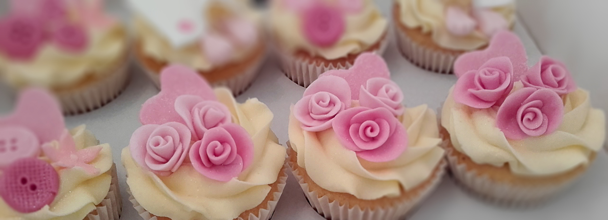 Pink rose and heart cupcakes
