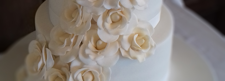 Fondant rose flower cake