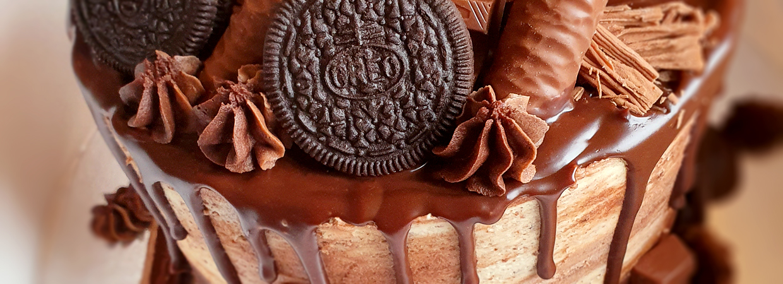 Oreo chocolate drip cake